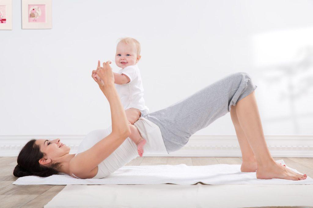 Mama bei Pilates/ Yoga mit Baby